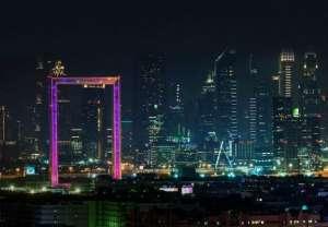 昕诺飞洗墙灯等照明产品成功点亮世界最大相框——迪拜之框砂光机